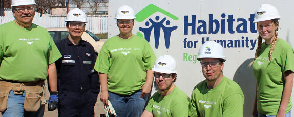 Mosaic employees at Habitat for Humanity build